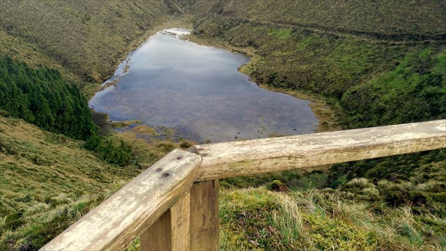 http://trails.visitazores.com/sites/default/files/styles/slideshow-trails/public/dscn3424.jpg?itok=9JKyhYYk