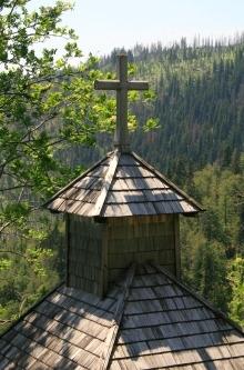 Der Kreuz mit dem Schuhnagelkopf / Kříž kaple s hřbetem Schuhnagelkopf