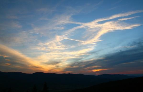 Západ slunce nad protějšími hřebeny