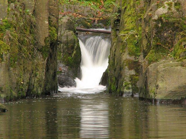 Vodopád u Skryjských jezírek