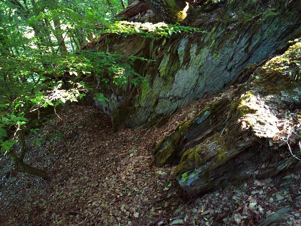 Felswand auf dem Felsrücken