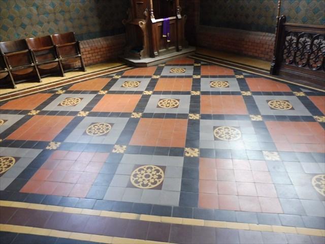 Podlaha u zpovědnice