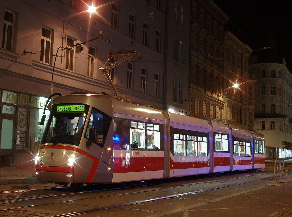 13T - Moravské námestí exteriér