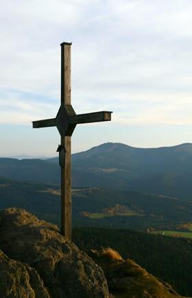 Vrcholový kříž a Velký Javor