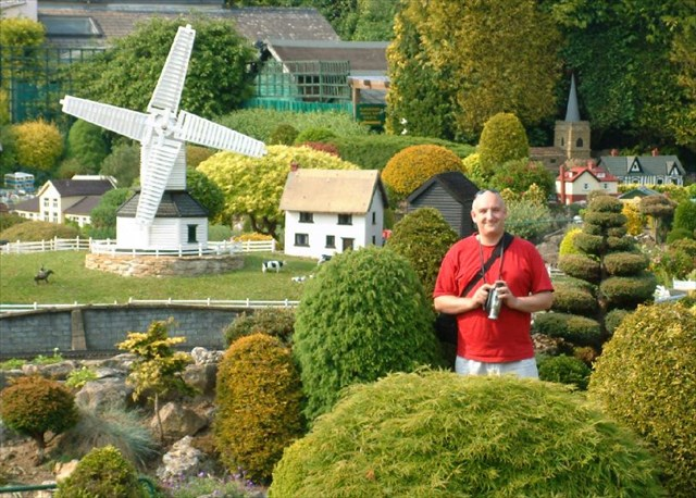 Simply Paul being a giant in Bekonscot.
