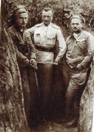 Josef Jiri Svec uprostred, vpravo jan Syrovy