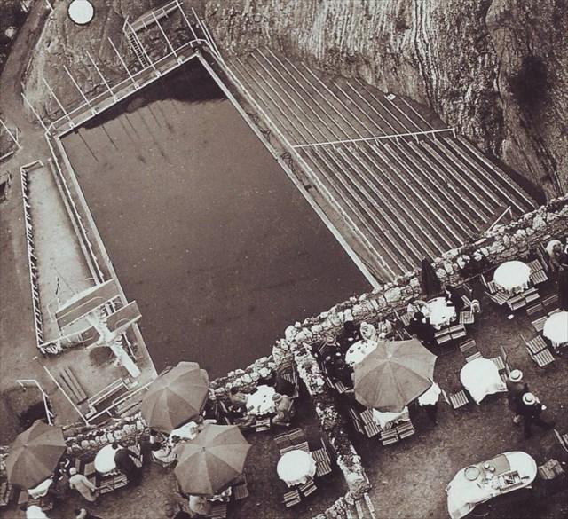 Pohled na bazén zezhora 1930
