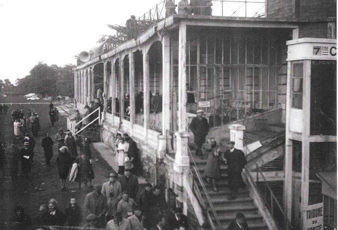 Tribune hippodrome angers 1950