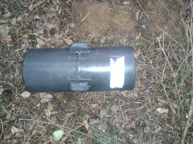 Bild eines zylinderischen Behälters, den an beiden Stirnflächen Löcher hat