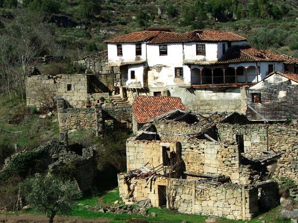 Vista geral da aldeia na década de 90
