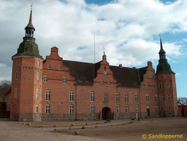 Hovedbygningen set fra slotsgården