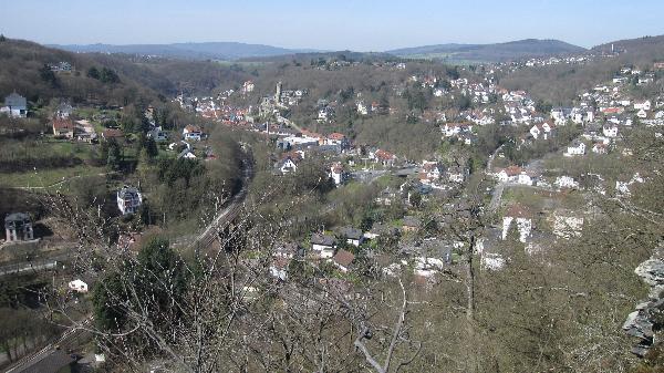 Blick vom Bergpfad auf Eppstein