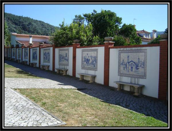 Painéis de azulejo com imagens do Concelho
