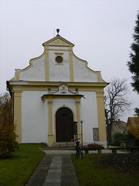 Západní průčelí kostela