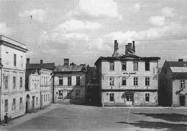 Hotel Radhošt na náměstí po požáru 5. a 6. května