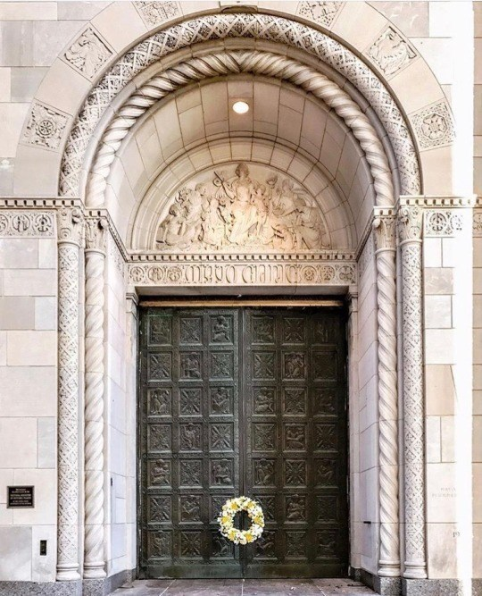 GC7B789 Mayo Clinic Historic Bronze Doors (Virtual Cache) in