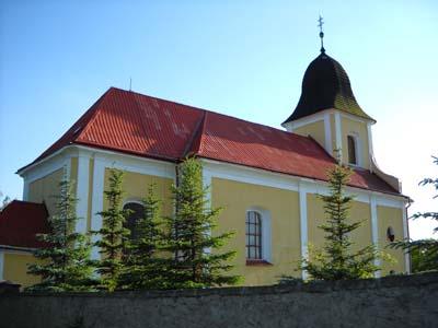 Ostřetin - kostel z pohledu od hřbitova