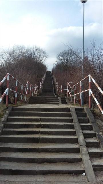 jara - schody na górę