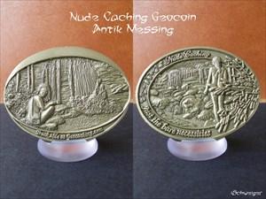 Nude Caching Geocoin - Antik Messing