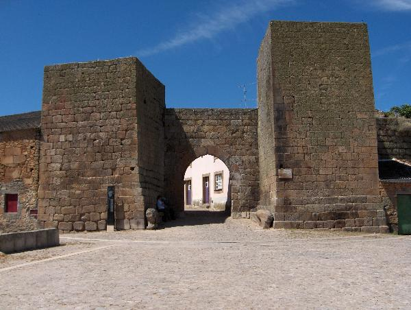 Castelo Mendo - Door to the Past