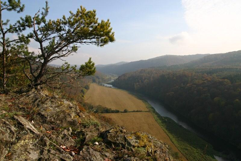 Pohled z Čertovy skály po proudu Berounky