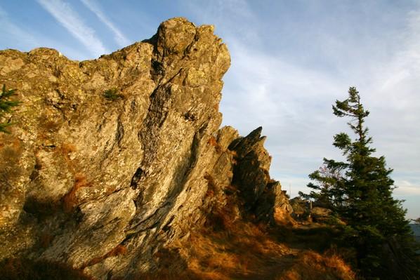 Hraniční skalnatý hřeben Ostrého