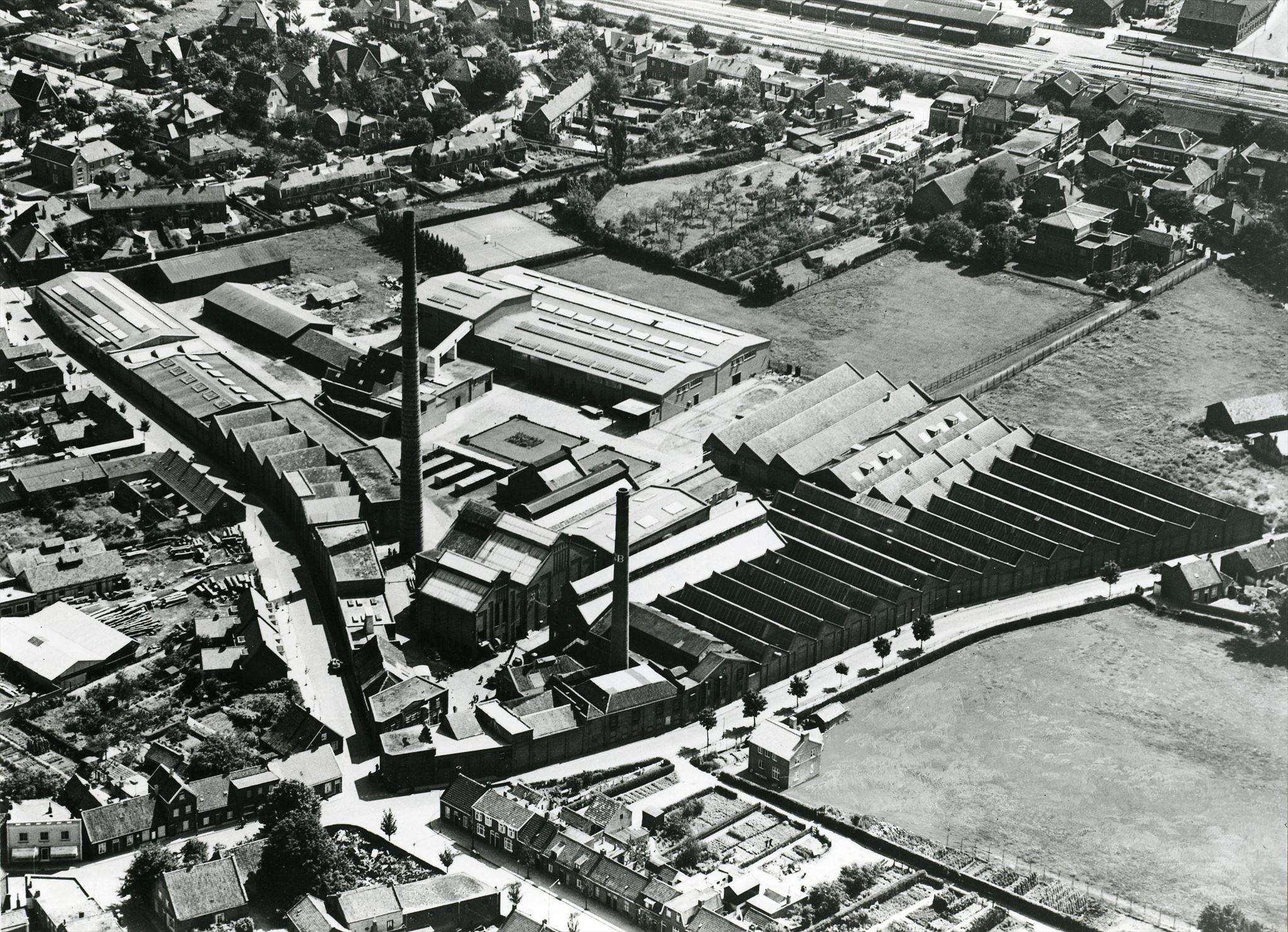 Luchtfoto 1956 Bergoss fabriek