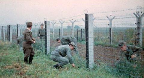 EZOH - údržba první drátěné stěny pred elektrickou stěnou vojáky ZVS