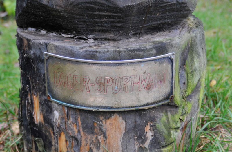 The statue - nameplate