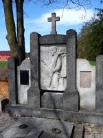 Reliéf na náhrobku
