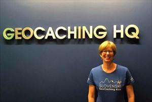 Frau Potter with Slovenian geocaching club shirt