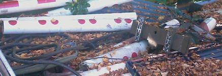 Hude - Zum malen schön ... Schrotthaufen auf dem Bahnsteig