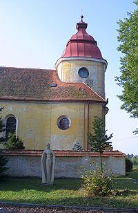 Anděl a severní strana kostela