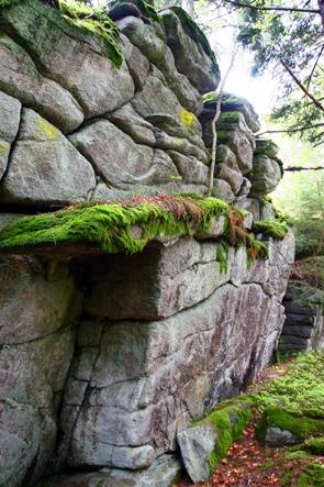 Skalní hradba