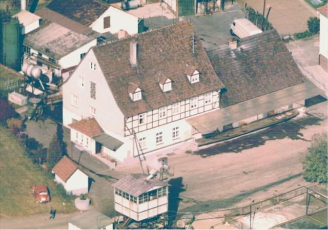 Historisches Foto der Molkerei mit Rampe zum Anliefern der Milch.