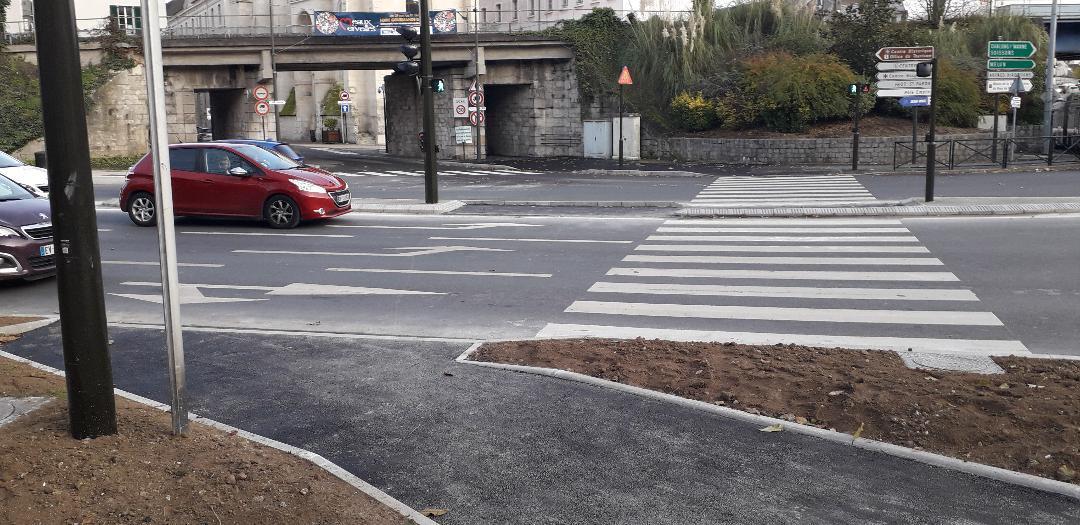 Cours Pinteville, passage piéton y'a un soucis là ! Dd9069a2-12b4-4e14-b1f3-38563930f371