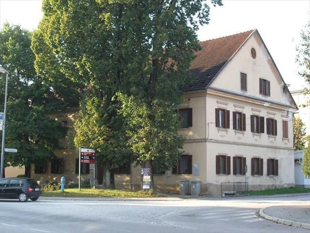 Stara knjižnica v Koščakovi hiši.