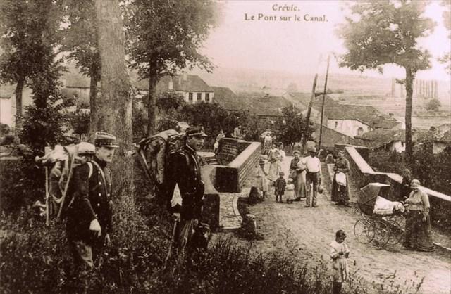 Les douaniers au pont du canal à Crévic