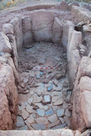 Túmulo no momento das escavações