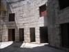 Bugio - janelas e portas de casas abandonadas