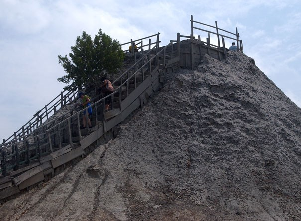 The top of the mud volcano. Photo by geocacher Team Bear-Cat.