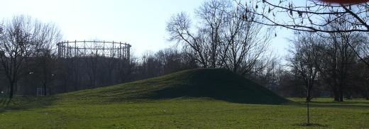 CZ: Kopec raketák EN: The Rocket Hill