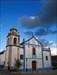Igreja e nuvens log image