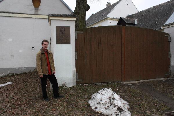 Pred rodným domem Hanse Kudlicha