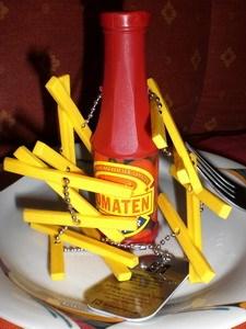 Alte Fritten mit Ketchup