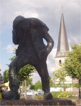 Zoatmaale statue in Stramproy