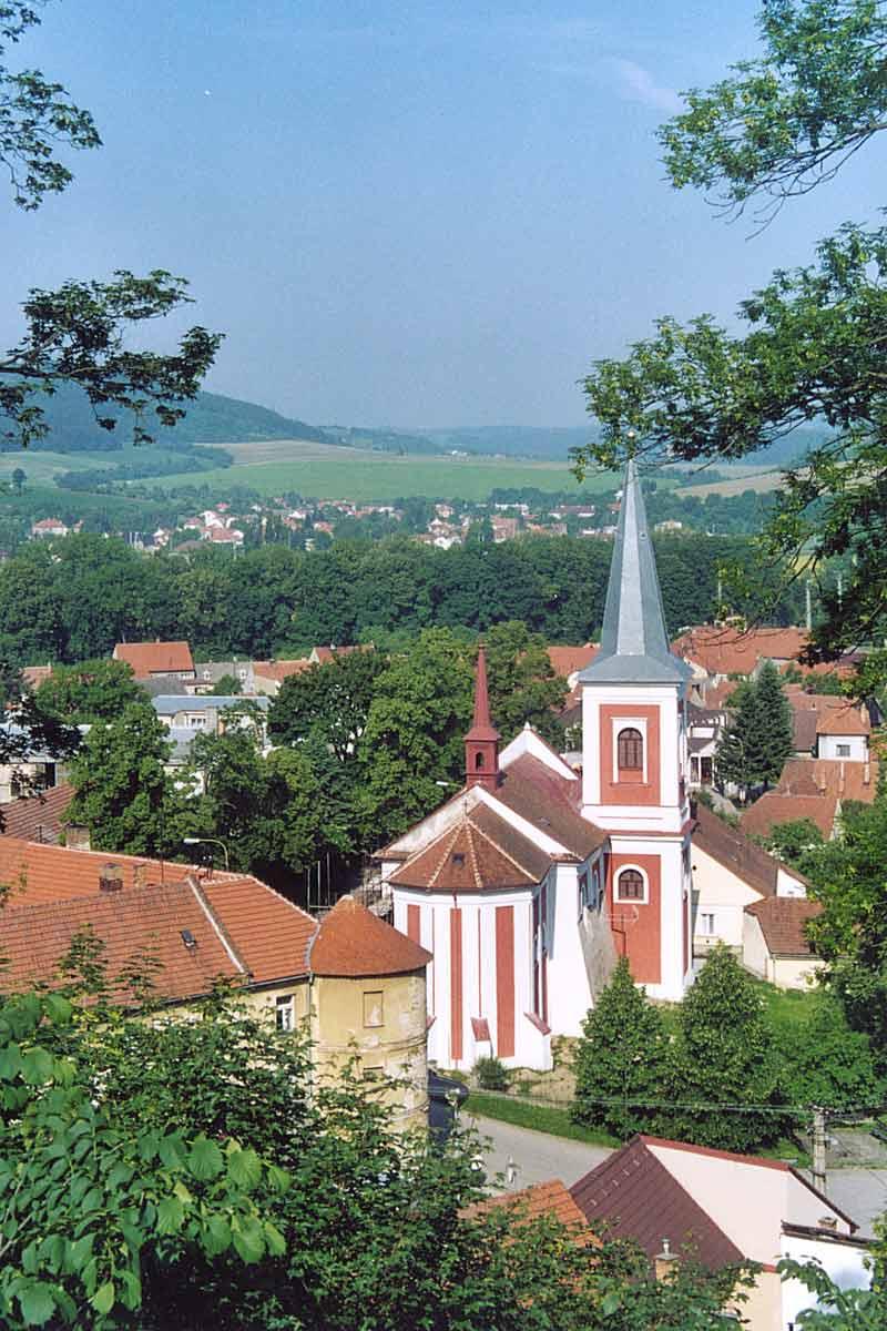 Kostel a okoli