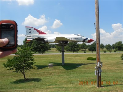 My GPSr and the F4 at the Monett Park, by MountainWoods