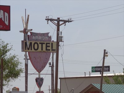 veritas vita visited Old Arrow Motel sign