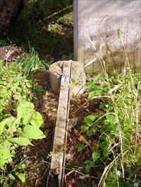 This rod is designed to lay nearly flat rather than vertically. Damge has occured due to several floods in the area in the past 5 years.
